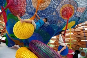 Hand-Knitted-Playground_01