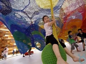 Hand-Knitted-Playground_06